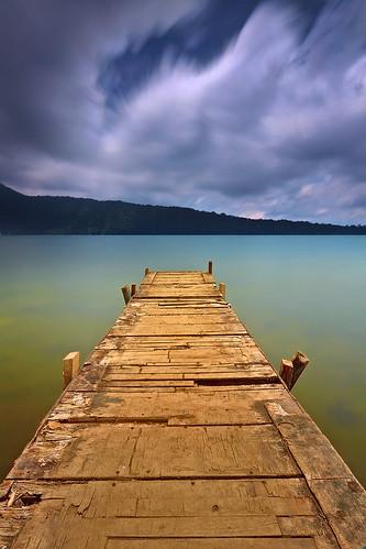 longexposure light bali lake motion nature water clouds indonesia landscape daylight danau efs1022mm beratan bedugul ulundanu outdoorphotography candikuning canoneos50d hoyandx400 hitechfilters