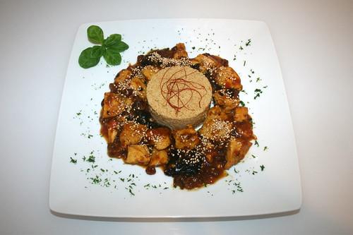 51 - Marokkanisches Huhn mit Pflaumen, Rosinen, Zimt & Honig - Serviert / Moroccan chicken with plums, raisins, cinnamon & honey - Served