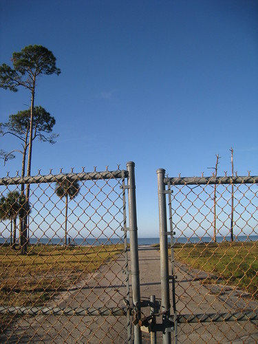 blue trees sky fence florida capesanblas