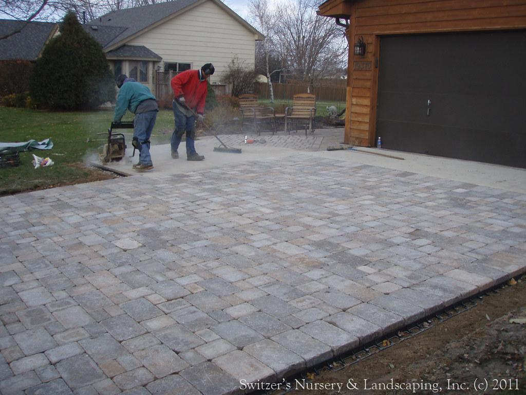 Landscaping Over Sand : Interlocking concrete paver driveway installing