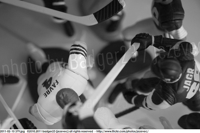 2011-02-10 379 Starting Lineup Green Bay Packers Brett Favre beatdown slu