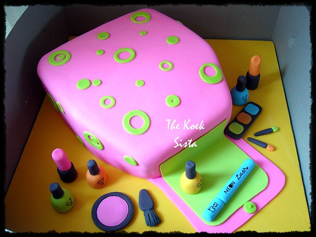 Zumba Birthday Cake http://www.flickr.com/photos/thekoeksista/5502786825/
