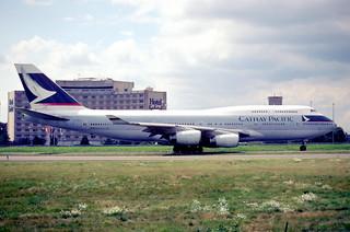144fn - Cathay Pacific Boeing 747-467; B-HOZ@CDG;10.08.2001