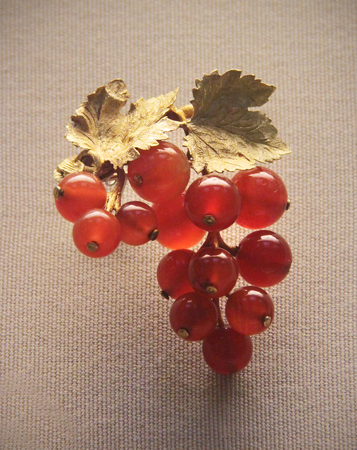 Coloured-gold currant brooches, German or Austrian, 1830-40