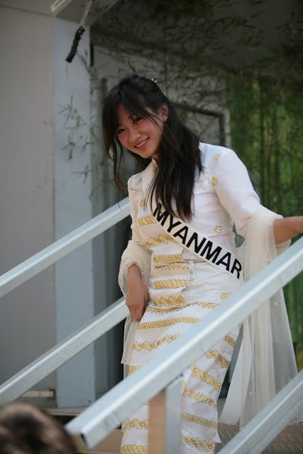 Miss Myanmar http://www.flickr.com/photos/missasiacarolinas/5391567975/