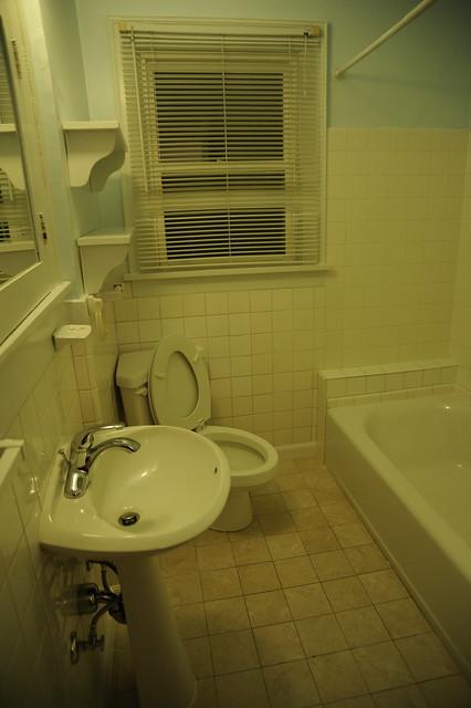 Rental House Bathroom Blue Walls Cream Colored Tile