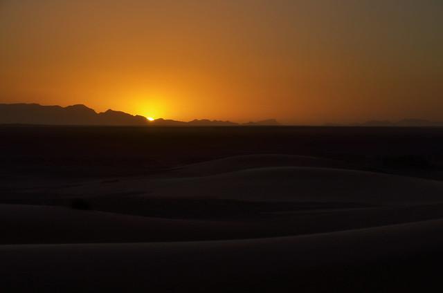 Puesta de sol que se ve en el desierto si viajas desde Marrakesh al desierto