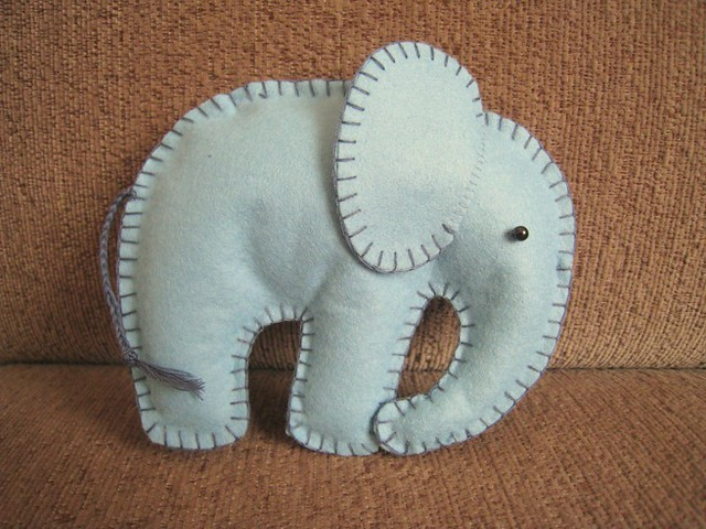 Felt Elephant Pattern http://www.flickr.com/photos/loopy_jess/5412827337/