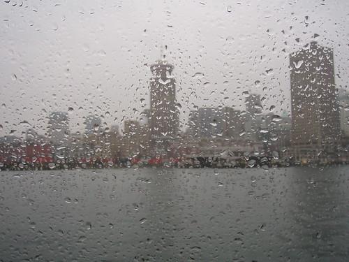 佈滿雨珠的窗戶。(圖:Geoffery Kehrig)
