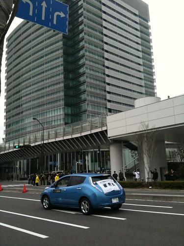 横浜国際女子マラソンは日産グローバル本社前も通ります。