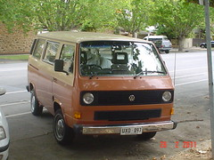 automobile, van, commercial vehicle, sport utility vehicle, volkswagen, vehicle, minivan, minibus, volkswagen type 2 (t3), microvan, light commercial vehicle, land vehicle, bus,