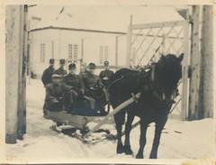 Ved leirporten på Falstad (1944-45) / By the camp gate at Falstad (1944-45)