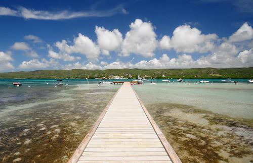 sea sky water island nikon puertorico clear tropical caribbean guanica gilligansisland d300 sigma1020f456 cayoaurora