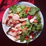 spargel-tarte und salat