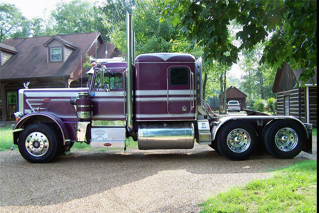 1971 Peterbilt 359 http://www.flickr.com/photos/46535856@N08/5437708555/