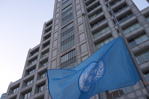 国連半旗 UN Flag at Half Staff