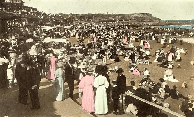 Looking north along Newcastle Beach, Newcastle, NSW, Australia [c.1900]