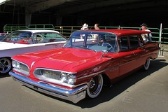 edsel ranger(0.0), convertible(0.0), automobile(1.0), automotive exterior(1.0), vehicle(1.0), full-size car(1.0), antique car(1.0), sedan(1.0), vintage car(1.0), land vehicle(1.0), luxury vehicle(1.0), motor vehicle(1.0),