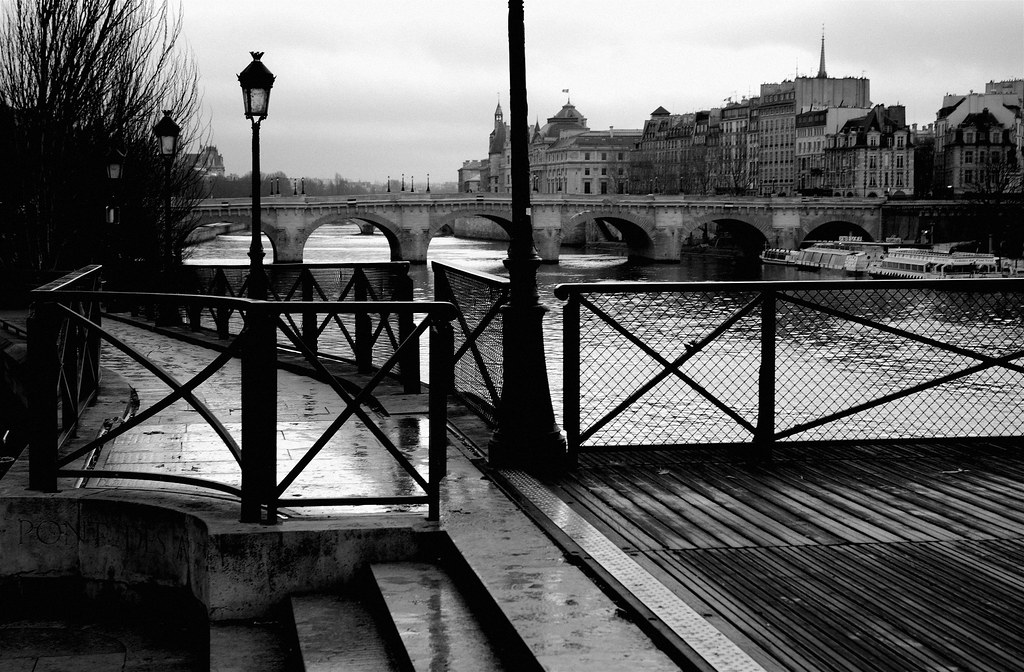 La Seine Vue Du Pont Des Arts -- Paris Noir Et Blanc