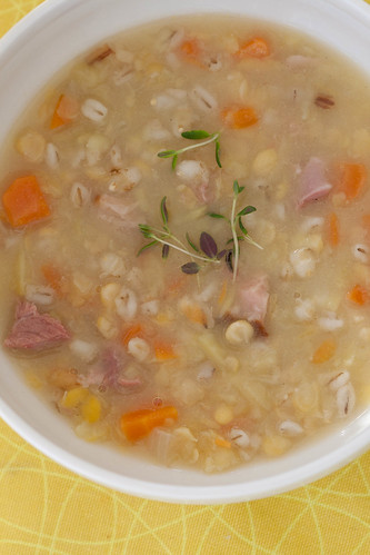 Estonian split pea soup with smoked ham / Hernesupp