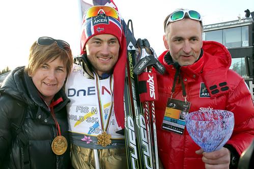 Petter Northug med foreldre etter seieren på femmila under Ski-VM i Holmenkollen