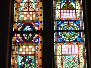 P1080725-2011-03-17-Central-Presbyterian-Church-Phoenix-Flies-Balcony-Stained-Glass-Grape-Peach