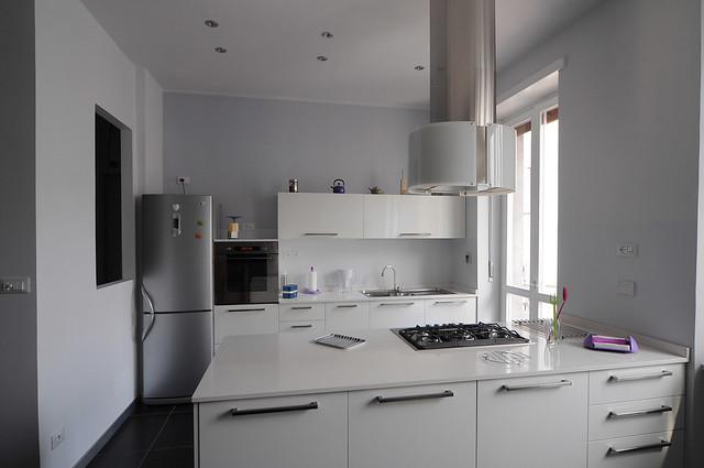 Forum la mia cucina qualche mago del - Cucine con frigo esterno ...