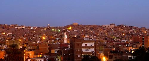 panorama brick silhouette cityscape minaret egypt mosque suburb egipto aswan ägypten minar egitto vorstadt مصر banlieue egipt assuan asuan ziegel banlieu misr misir brickstone asswan minarett misri egipat banliyö أسوان