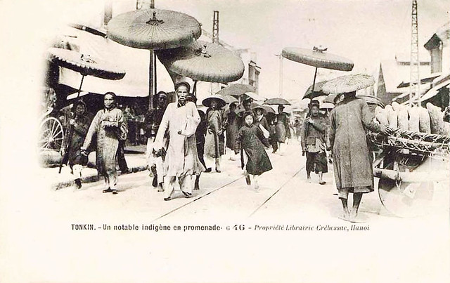 HANOI - Un Notable Indigène en promenade
