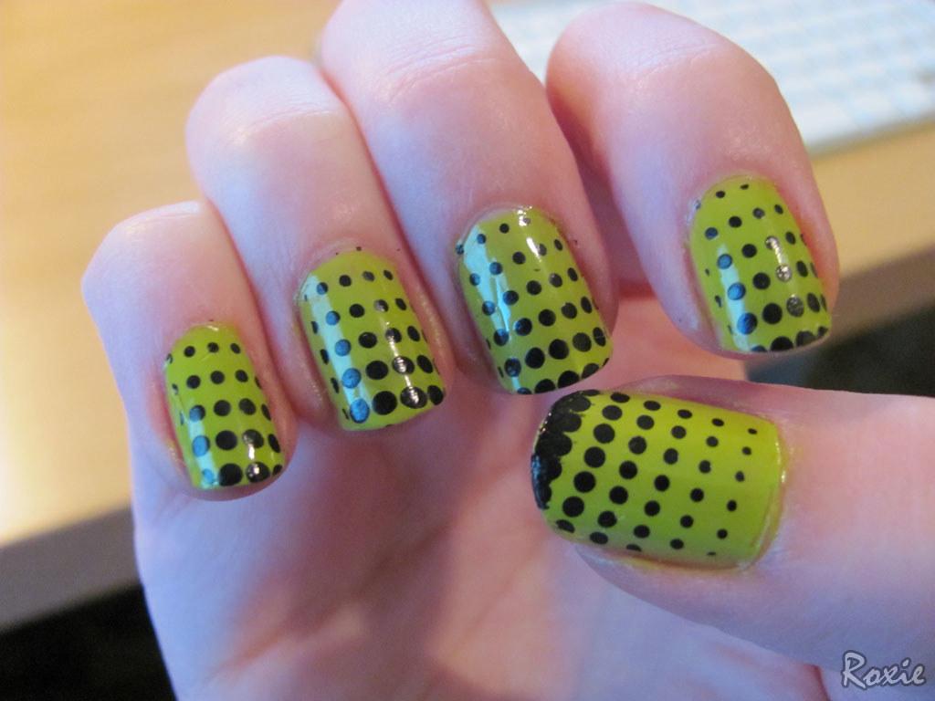 Green Polka Dots Nail Art