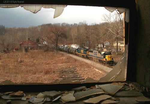 railroad abandoned broken window glass train diesel pennsylvania engine forgotten transportation frame locomotive pane derelict broadford csx fayettecounty emd sd60 8787 electromotivedivision standardcab q368 oldoverholtdistillery keystonesubdivision