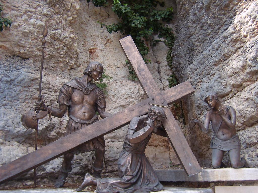 Via crucis nona stazione santuario madonna della for Santuario madonna della corona