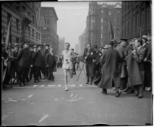 Johnny Kelley winning marathon