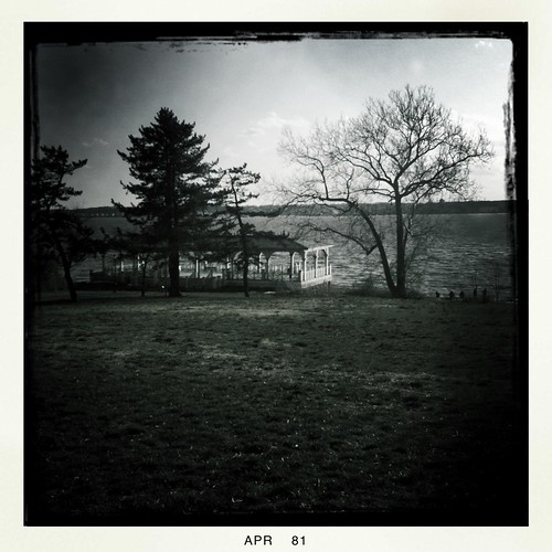 totag johnslens hipstamatic blackeysbwfilm