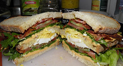 blt, sandwich, lunch, chivito, muffuletta, meat, bã¡nh mã¬, food, dish, breakfast sandwich, fast food,