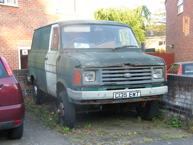 1985 ford transit 4x4 hidden in hook is this abandoned for flickr photo sharing. Black Bedroom Furniture Sets. Home Design Ideas