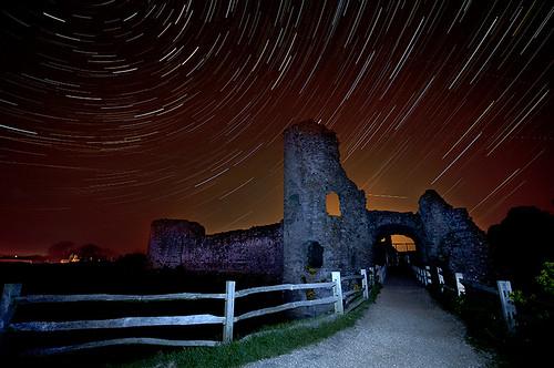 longexposure castle night nikon spooky startrails sigma1020 pevenseycastle simonanderson 45minutes d300s startrailsde