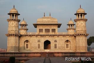 Agra - Itmad-ud-Daula's Tomb