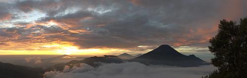 voyage travel panorama sunrise indonesia landscape dawn java asia bo asie paysage jawa indonesie leverdesoleil aube hugin diengplateau dieng flickrpublic sigma1770mm sigma1770mmf2845dcmacro gunungsikunir imgp8965rawimgp8969gpano 5photosstitched alexh3o