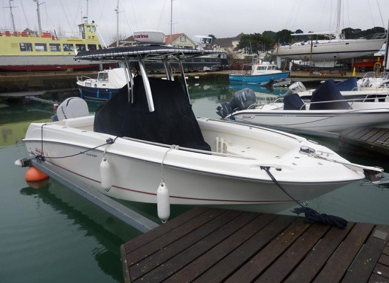 Yacht Images: BOSTON WHALER 220 Outrage 2009. Poole, Dorset, United Kingdom