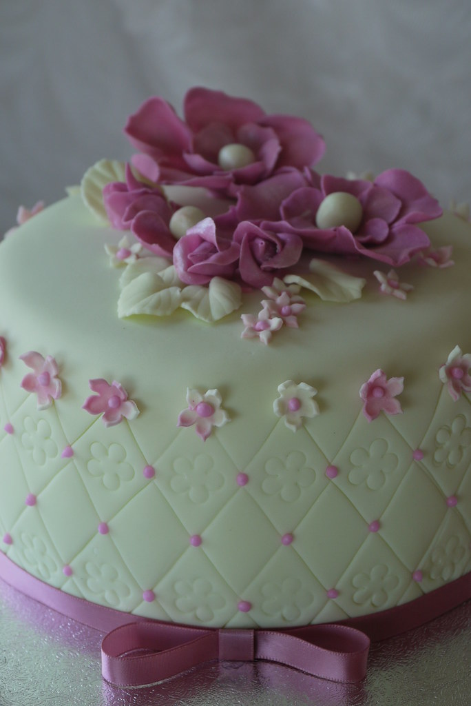 Cake With Fondant Flowers : HOW TO MAKE FLOWERS FROM TISSUE PAPER