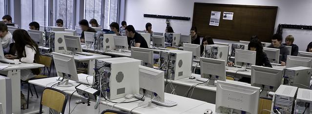 Aulas de ordenadores de la Facultad de Empresariales de Mondragon Unibertsitatea