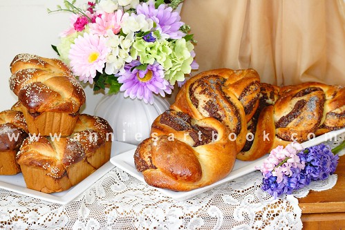 Easter breads 201107