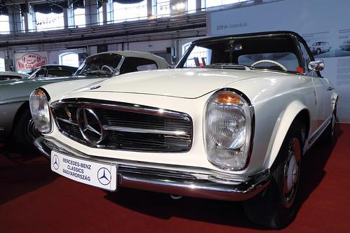 Mercedes-Benz W113 SL 230