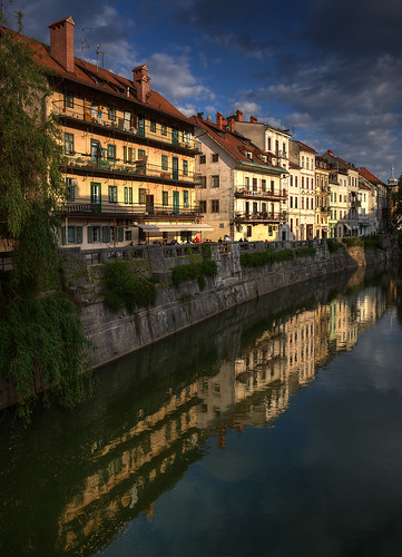 old houses river slovenia ljubljana gallus embankment breg ljubljanica nabrežje gallusovo