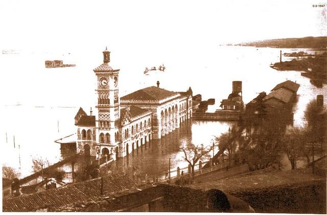 Estación de Ferrocarril y Palacio de Galiana anegados por una crecida del Tajo en febrero de 1947