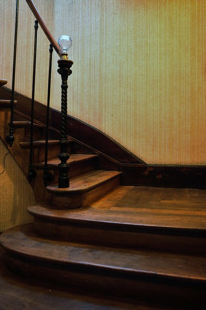 le vieil escalier de bois the old wooden staircase flickr photo sharing. Black Bedroom Furniture Sets. Home Design Ideas