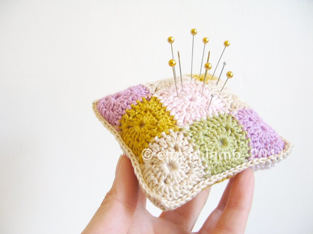 Daisy... tiny wee crochet granny cushion | Emma Lamb
