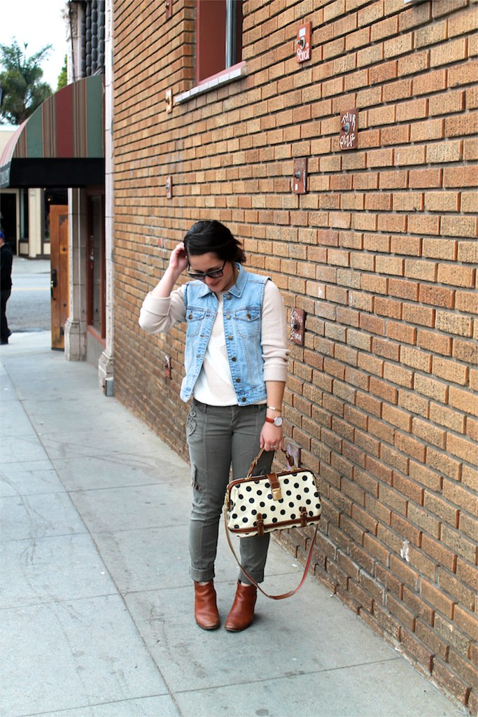 how to style cargo pants for spring