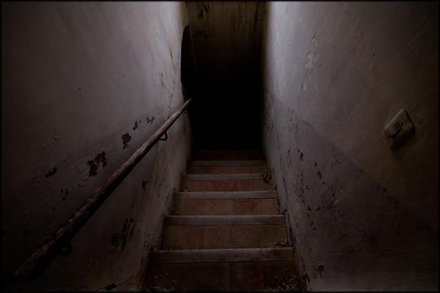 Escaleras tenebrosas flickr photo sharing - Fotos de escaleras de interior ...